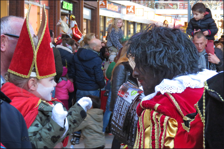 Sinterklaas arrives in town
